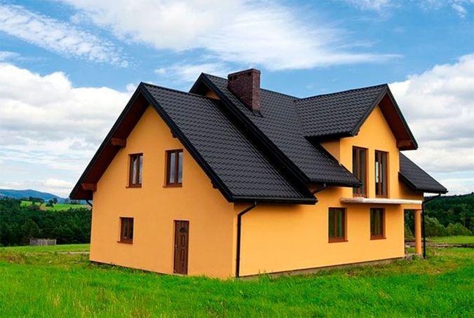 При выборе декоративной штукатурки не забывайте о сочетании цвета с крышей дома