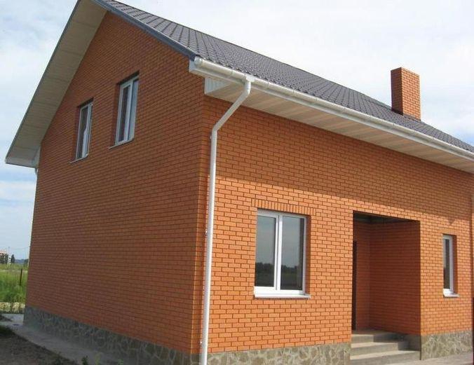 Фасад облицован керамическим кирпичом