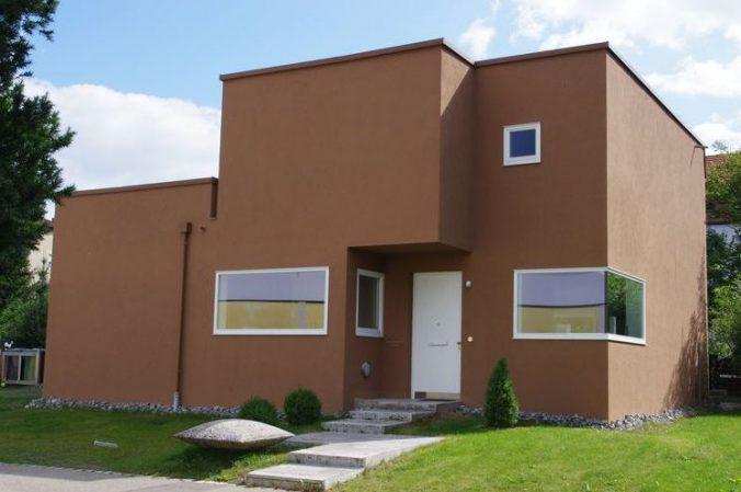 Светло-коричневый дом