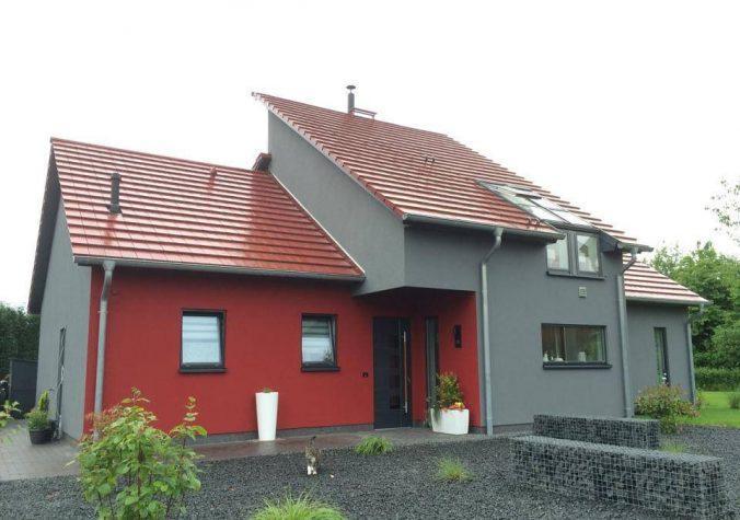 Строгий красно-серый фасад