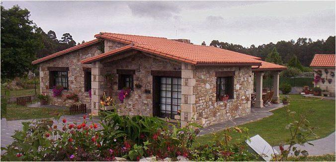Каменный фасад и черепица