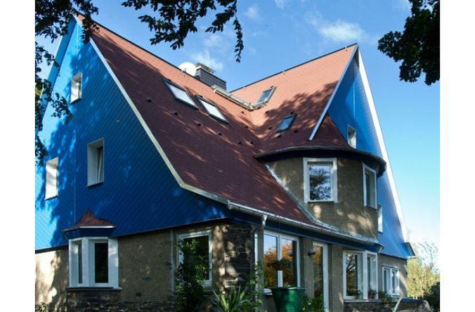 Также она идеально подходит для покрытия сложных крыш