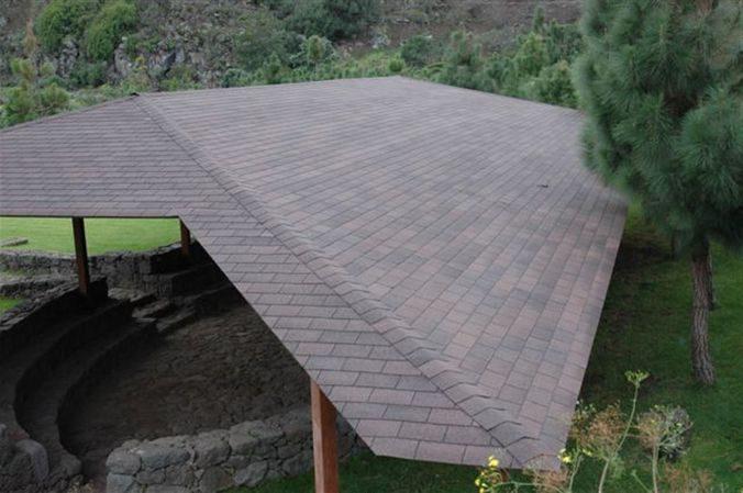 Например, необычные крыши хозяйственных построек