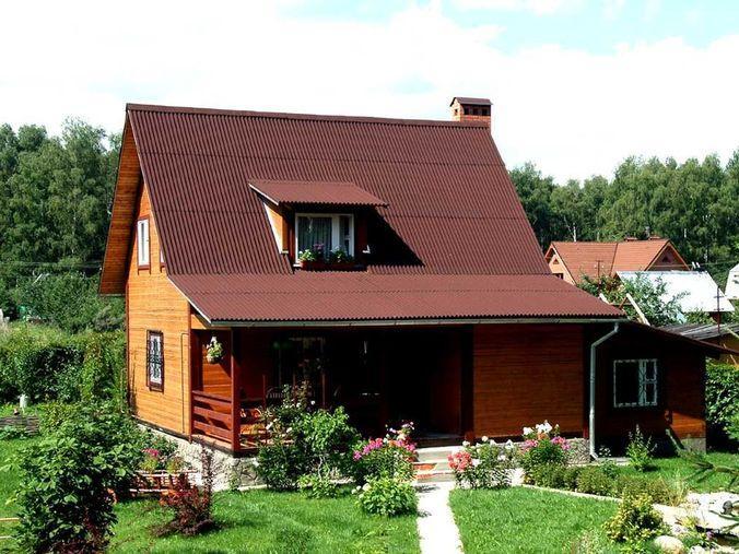 Двускатная крыша с применением красного ондулина