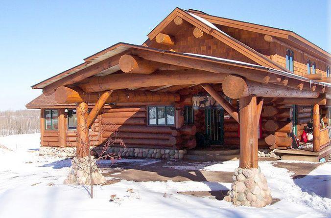 Необычный дом из бревен