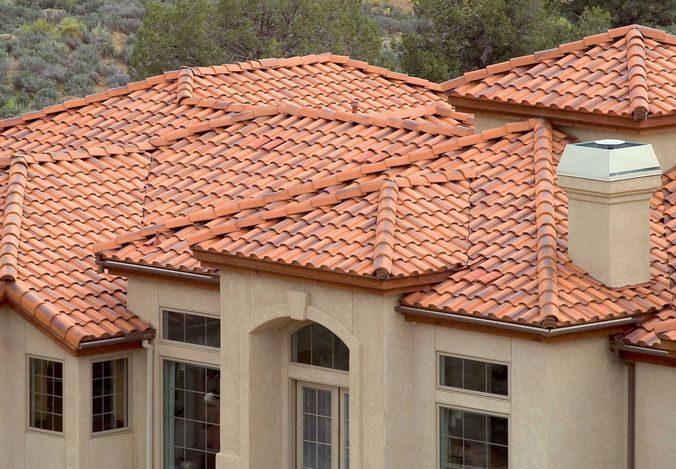 Интересно смотрится на сложных крышах